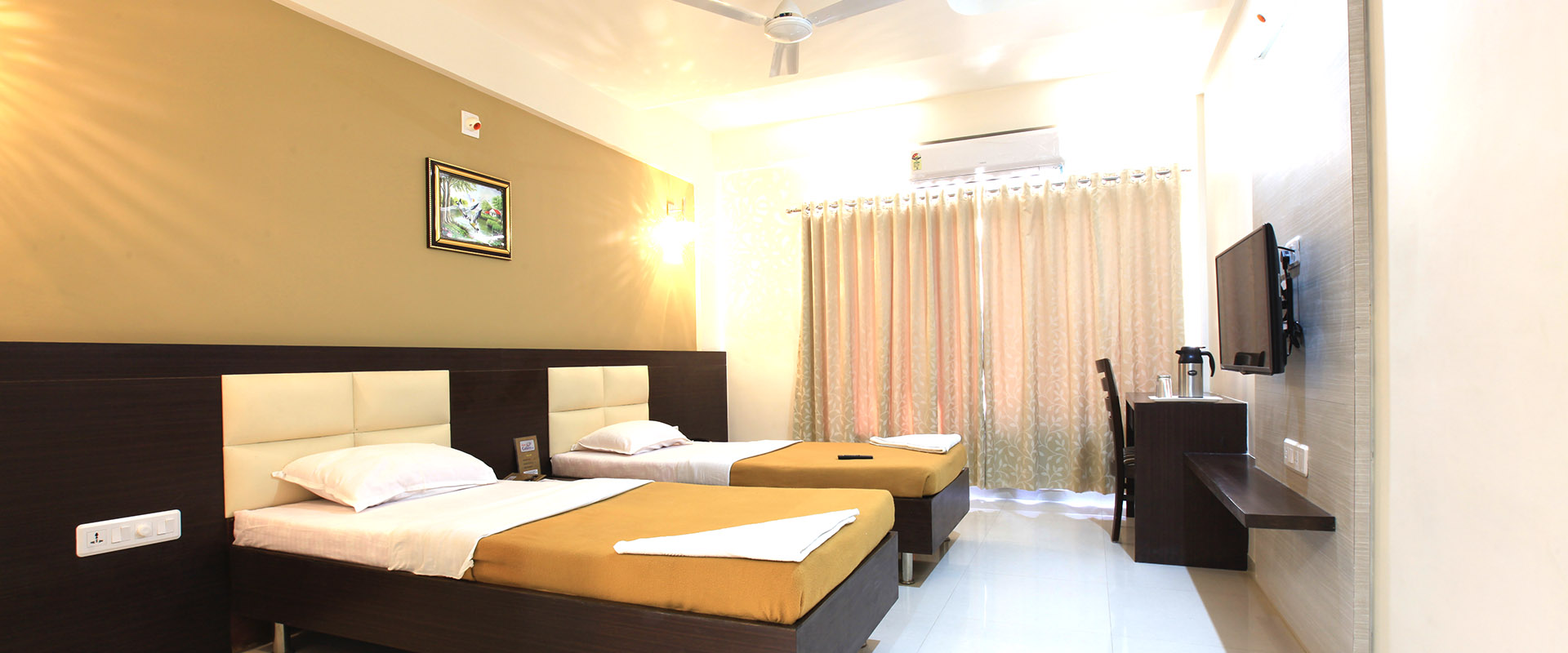 hotel gallexy inn gandhinagar , Best hotel in gandhinagar